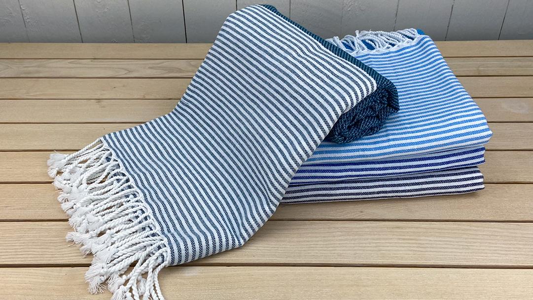 Blue Malibu, et håndklæde by Karnah